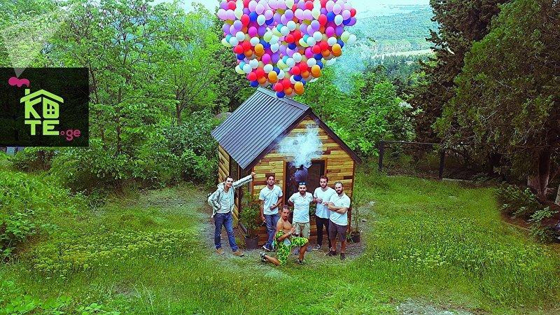 Пока что компания Kote.ge создала опытный образец из семи частей, из которых складывается дом. Дерев