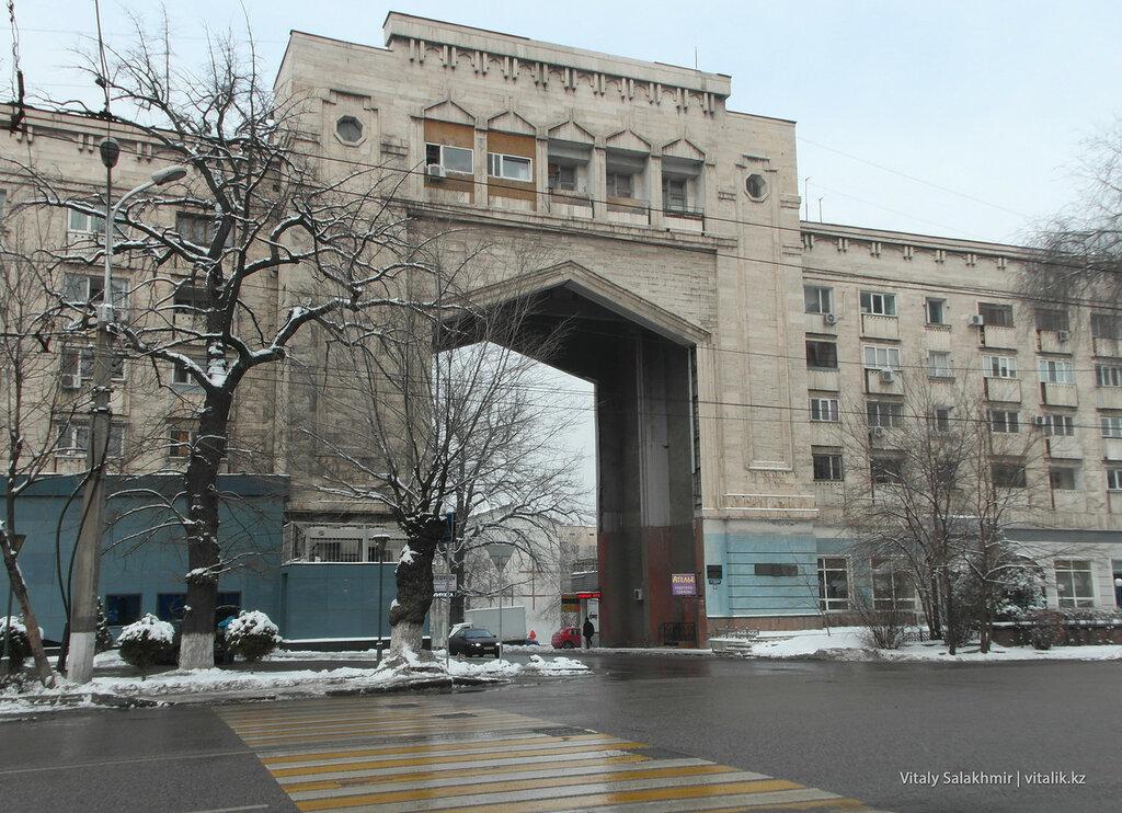 Высокая арка. Гоголя, Алматы.