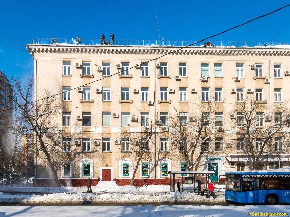 Очистка крыши от снега. Москва. Февраль 2018