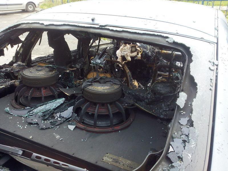 В Татарстане недовольные соседи сожгли во дворе машину
