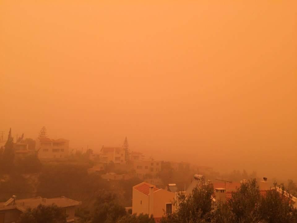 Остров Крит поглотила африканская пыль, и теперь он скорее похож на декорации фильма Бегущий по лезвию 2049