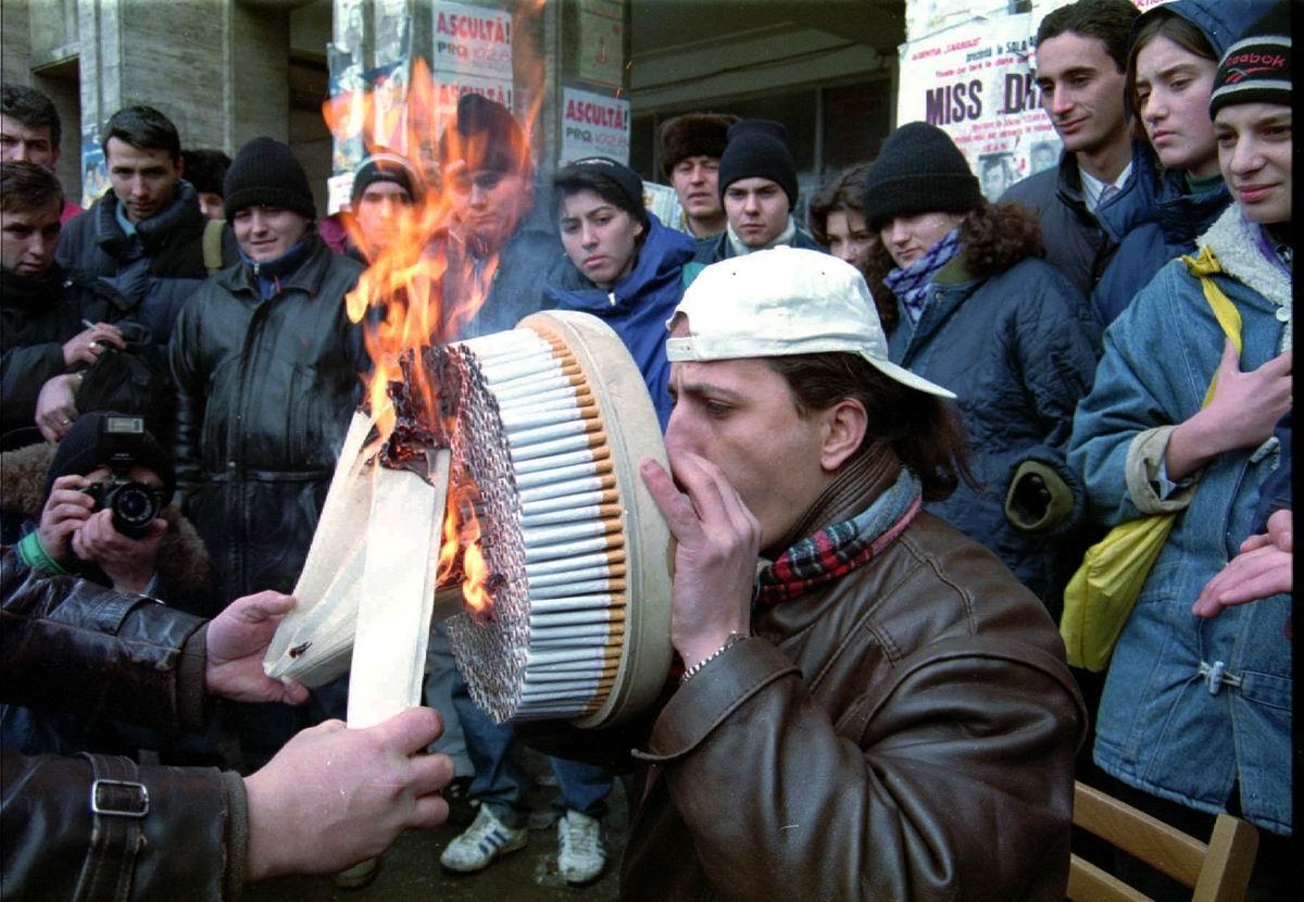 Давай побъем все неспортивные рекорды: Чемпион среди румынских курильщиков (1996 год)