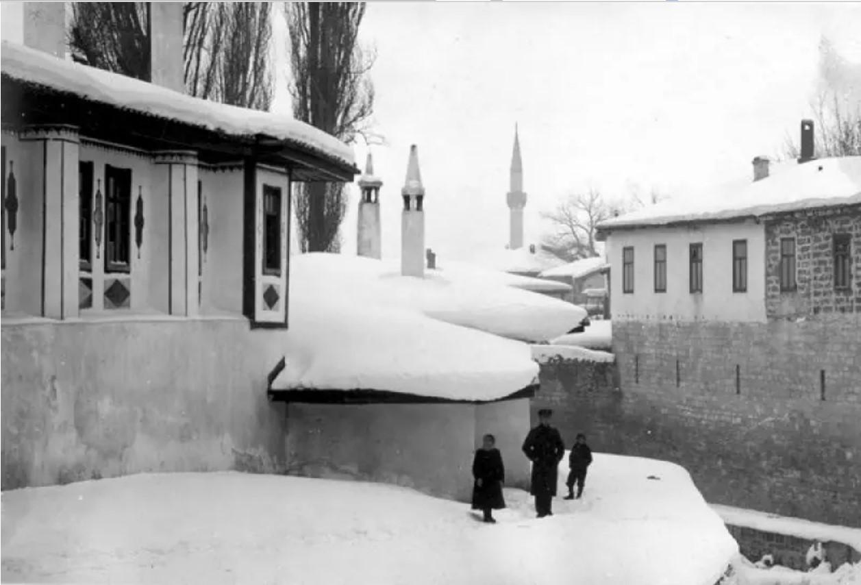 Вид царского и кухонного флигеля Бахчисарайского Ханского дворца. 1915