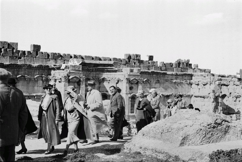 Храмовый комплекс. Группа туристов