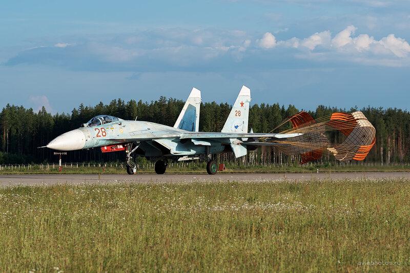 Сухой Су-27П (28 красный) D806637e