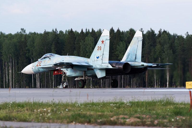 Сухой Су-27П (28 красный) D806710e