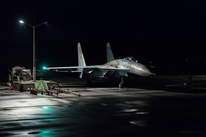 Сухой Су-27П (28 красный) D806915e