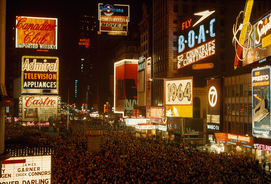 1964 Crowds engulf Broadway on New Year Eve.jpg
