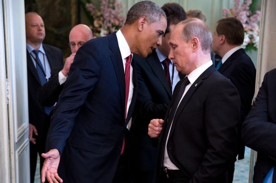 Обама нависает.png