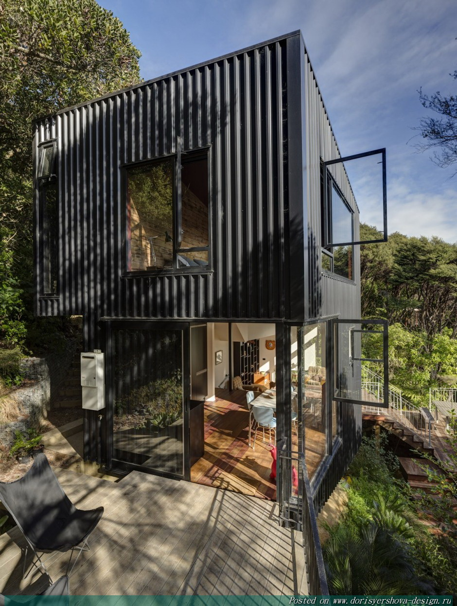 загородный дом, облицовка металлопрофиль, черный, стекло