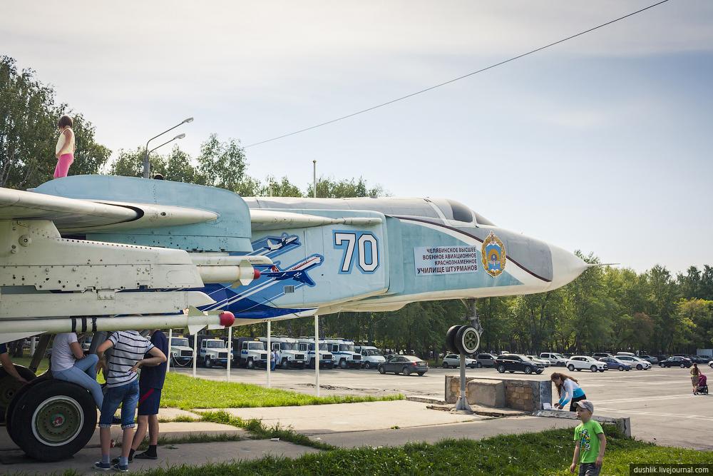 Обновлённый памятник Су-24М на территории ЧВВАКУШ