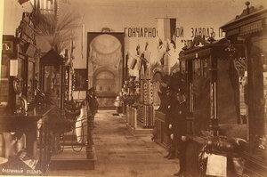 Смотрители у экспонатов фабричного отдела выставки.