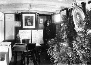 Вид помещения в вагоне выставки.