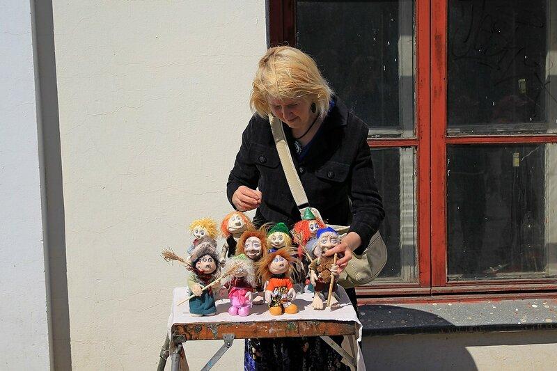 Лоток с куклами ручной работы - «Вятский Арбат» в день города-2015 на пешеходной улице Спасской