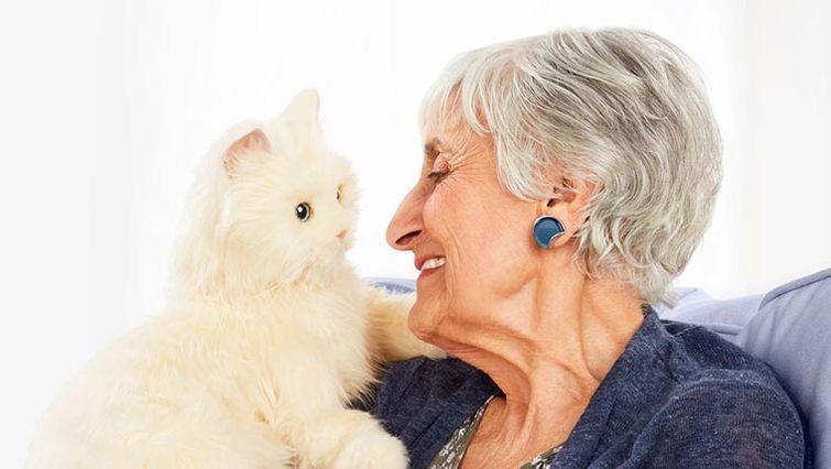 интерактивные кошки-роботы для пожилых людей
