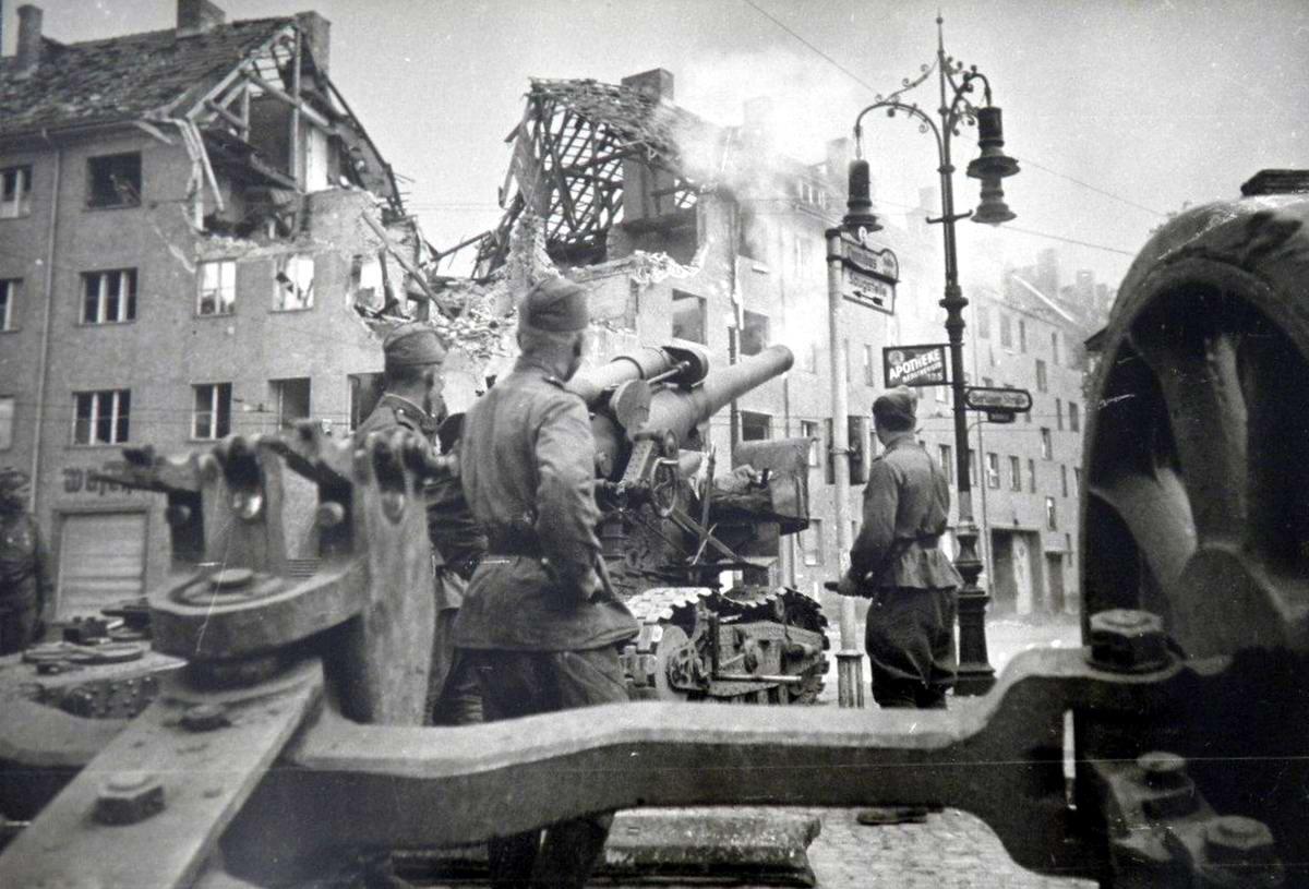 Падение Берлина на фотографиях весны 1945 года (5)