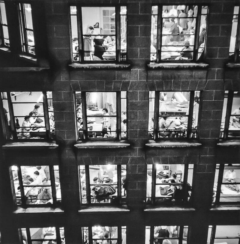1955. Фасад здания компании Диор