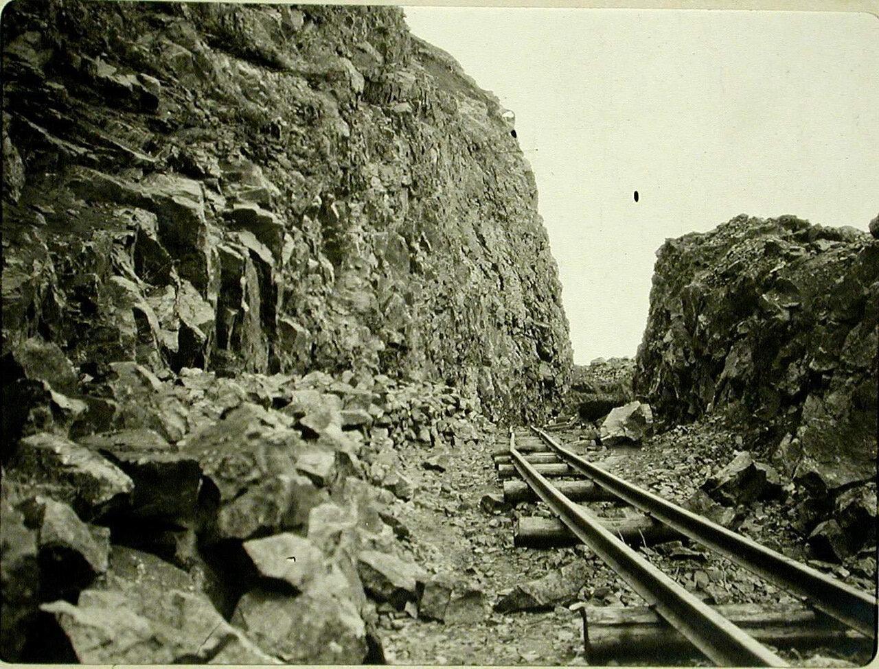 79. Вид уложенного железнодорожного полотна на 72-й версте. Забайкальская обл., между ст. Шарыжалгай - Култук