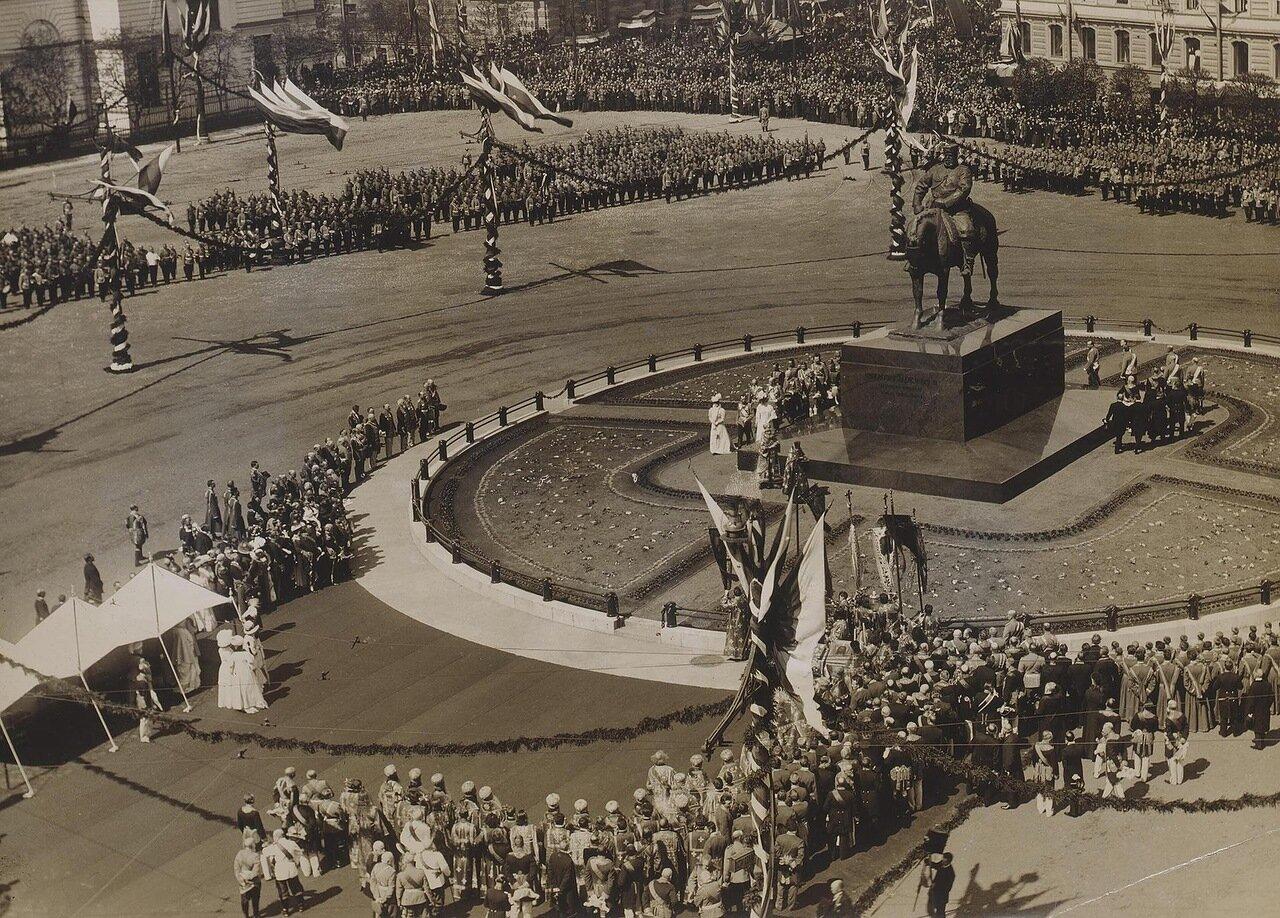 Открытие памятника императору Александру III на Знаменской площади. 1909