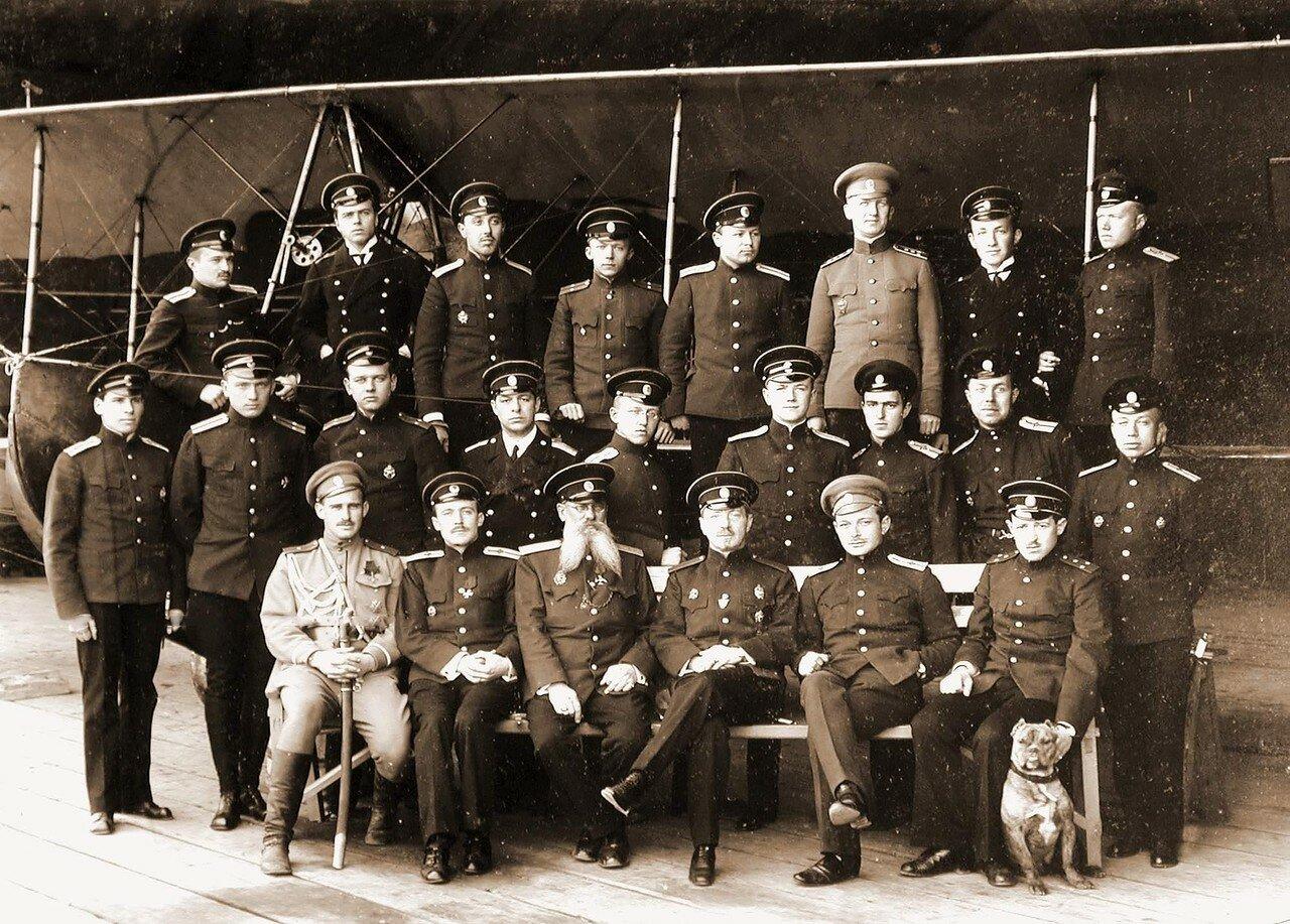 05. Группа офицеров школы морской авиации