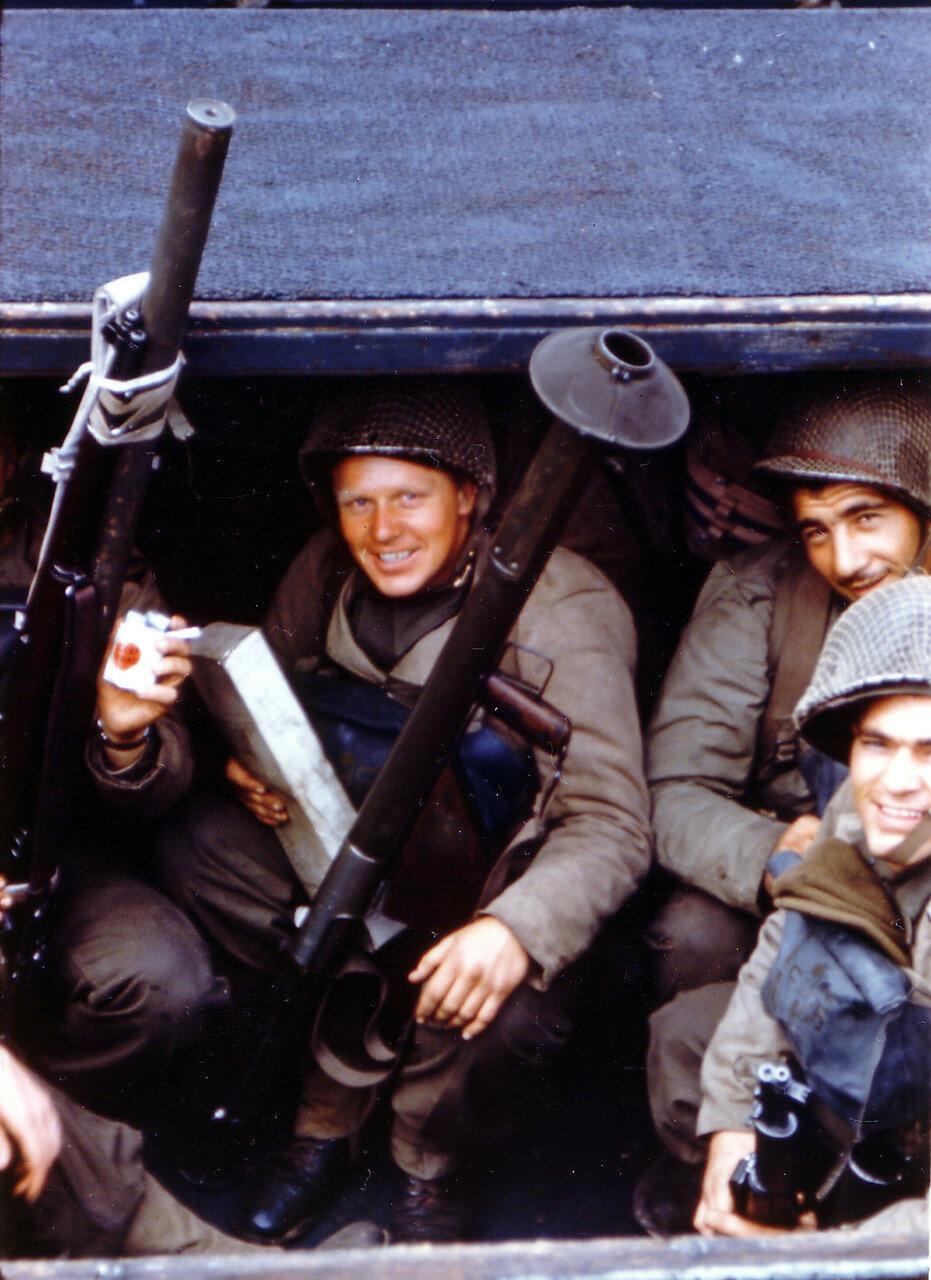 11. Великобритания. Погрузка на корабли в начале июня 1944. Операция Оверлорд. Рейнджеры из 5-го батальона рейнджеров на борту ДМС в Уэймуте