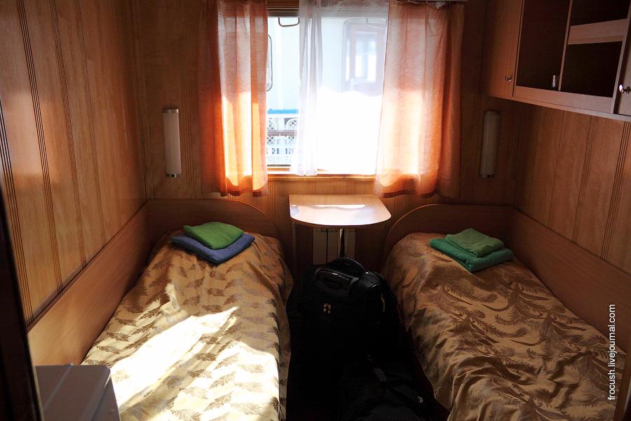 Двухместная каюта первой категории №25 в носовой части средней палубы теплохода «Октябрьская революция»