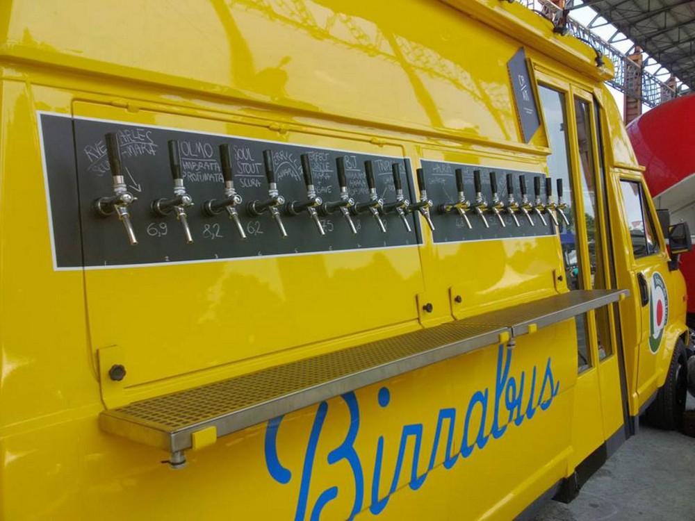 Старый школьный автобус превратили в пивную на колесах