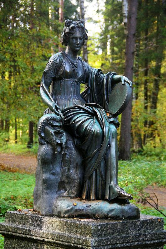 Статуя Талия в Павловском парке