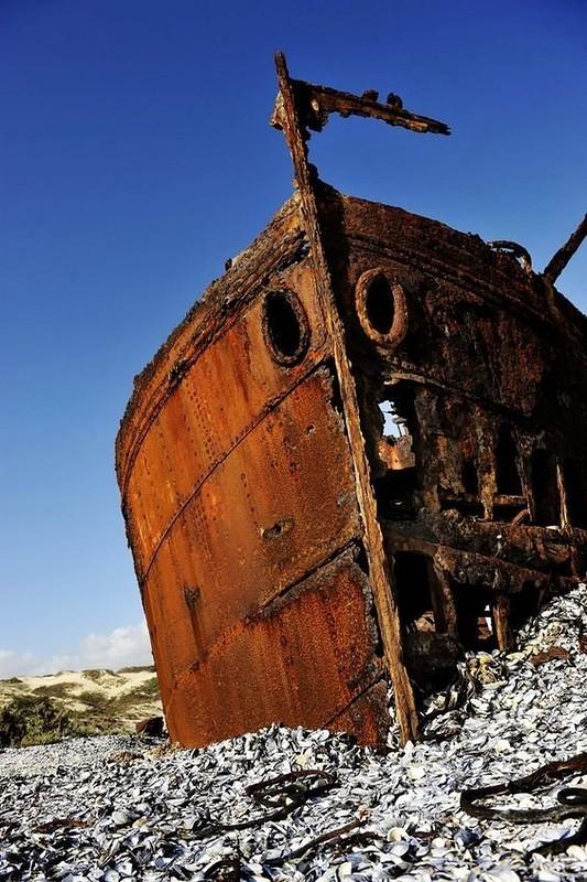 0 182c20 c18cd5c5 orig - На мели: фото брошенных кораблей