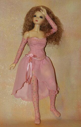 В розовых чулочках...