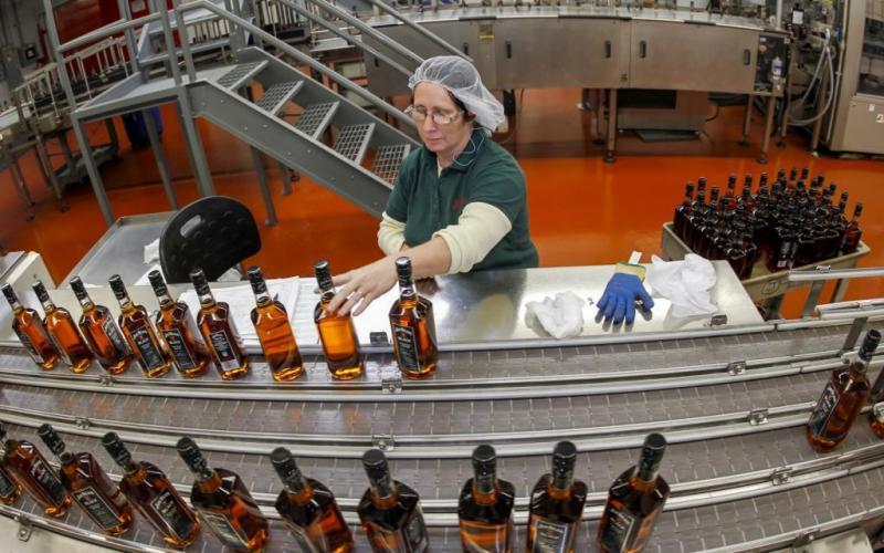 7. Несмотря на то, что бурбон могут производить на всей территории Соединенных Штатов, около 95% это
