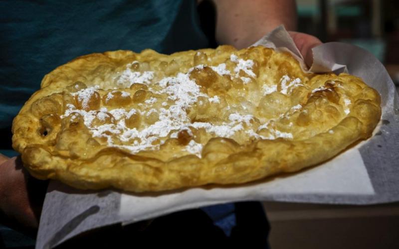 14. Жареный хлеб был признан национальным блюдом штата Южная Дакота в 2005 году. Этот обжаренный в м
