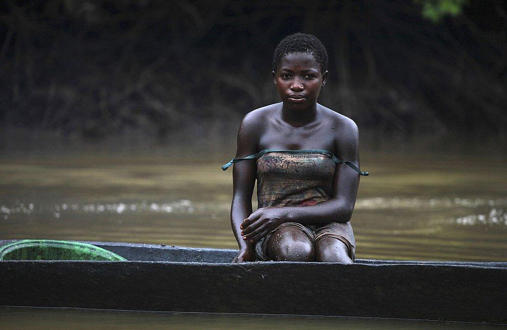 Природе Нигерии дорого обходится воровство сырой нефти. Это цена «черного золота». (Фото Akin