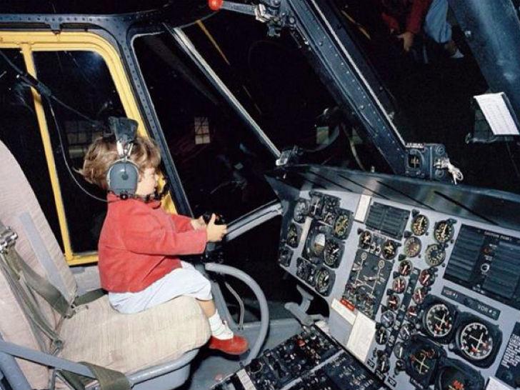 Ребенок за штурвалом вертолета — Джон Фицджеральд Кеннеди-младший, сын 35-го американского президент