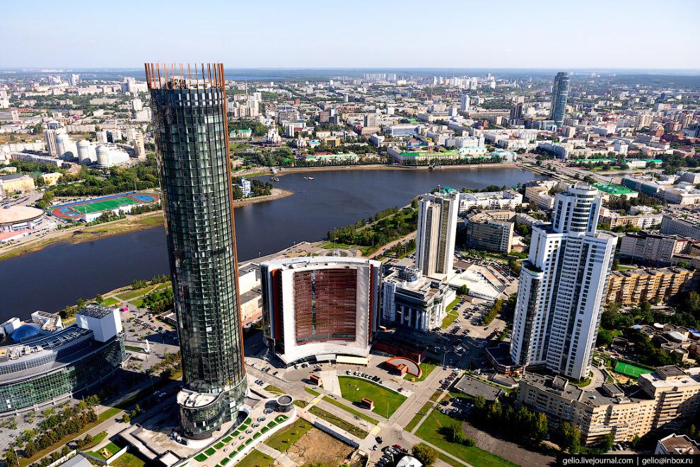 15. Некоторое время башня являлась самым северным небоскрёбом Земли, уступив это «звание» строящемус