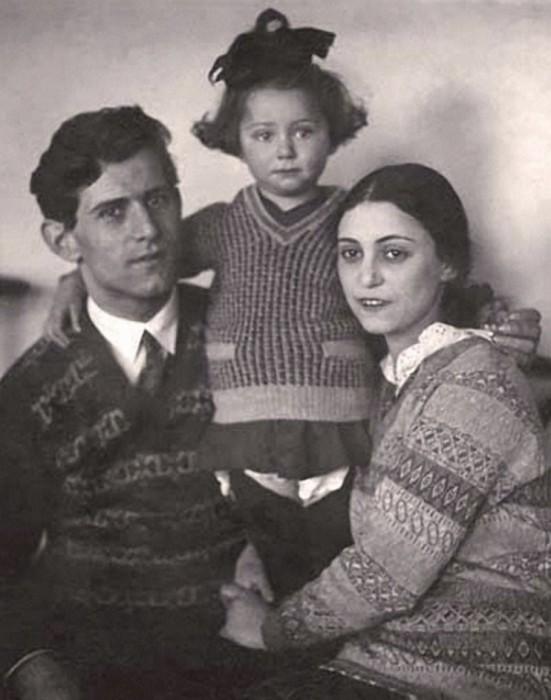 Юная представительница театральной династии Мессерер-Плисецких с папой Михаилом Эммануиловичем и мам