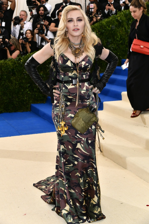 Джиджи Хадид в платье Tommy Hilfiger