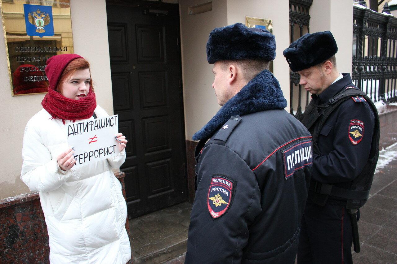 У Генпрокуратуры прошли пикеты в защиту арестованных анархистов