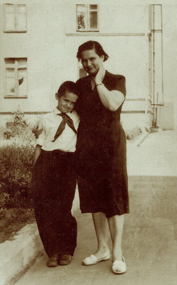 Стасик с мамой