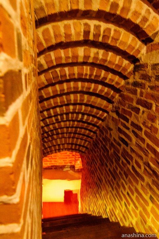 Внутристенная лестница, Владычная палата, Великий Новгород