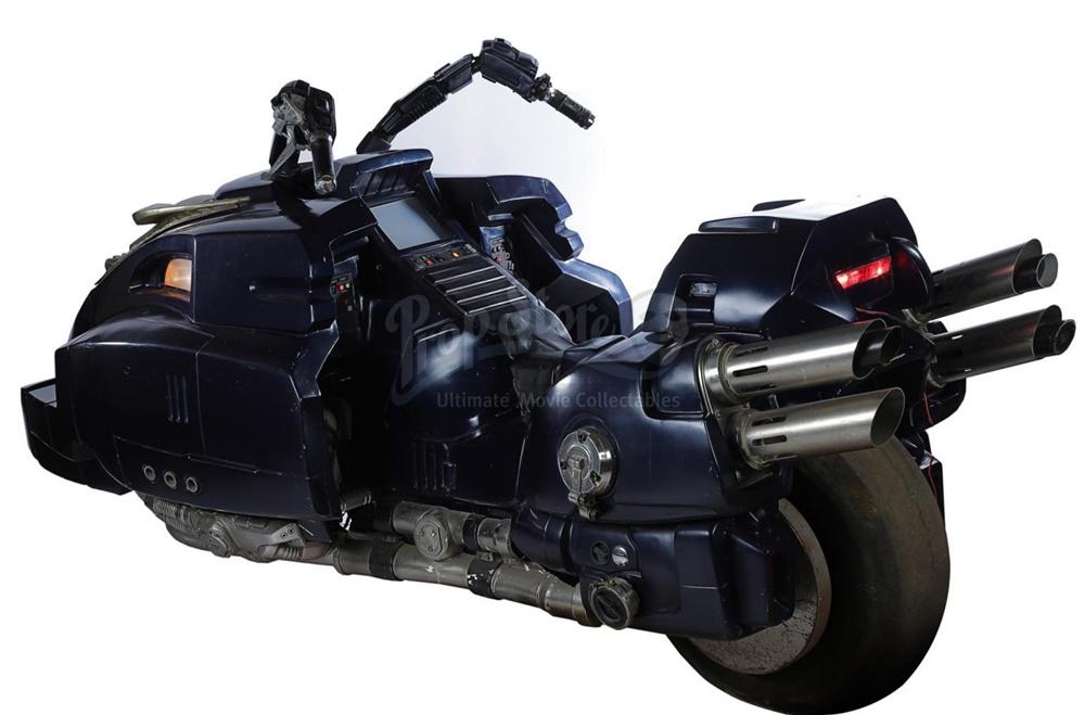Мотоцикл Судьи Дредда (Lawmaster) продали с аукциона