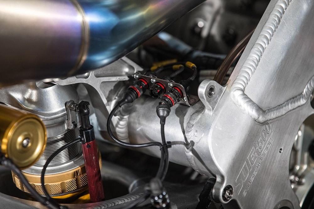 Двухтаткный супербайк Suter MMX500 (фото)