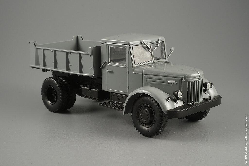 МАЗ-205-02.jpg
