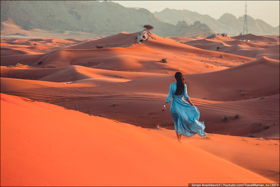 Девушки в пустыне Шарджа