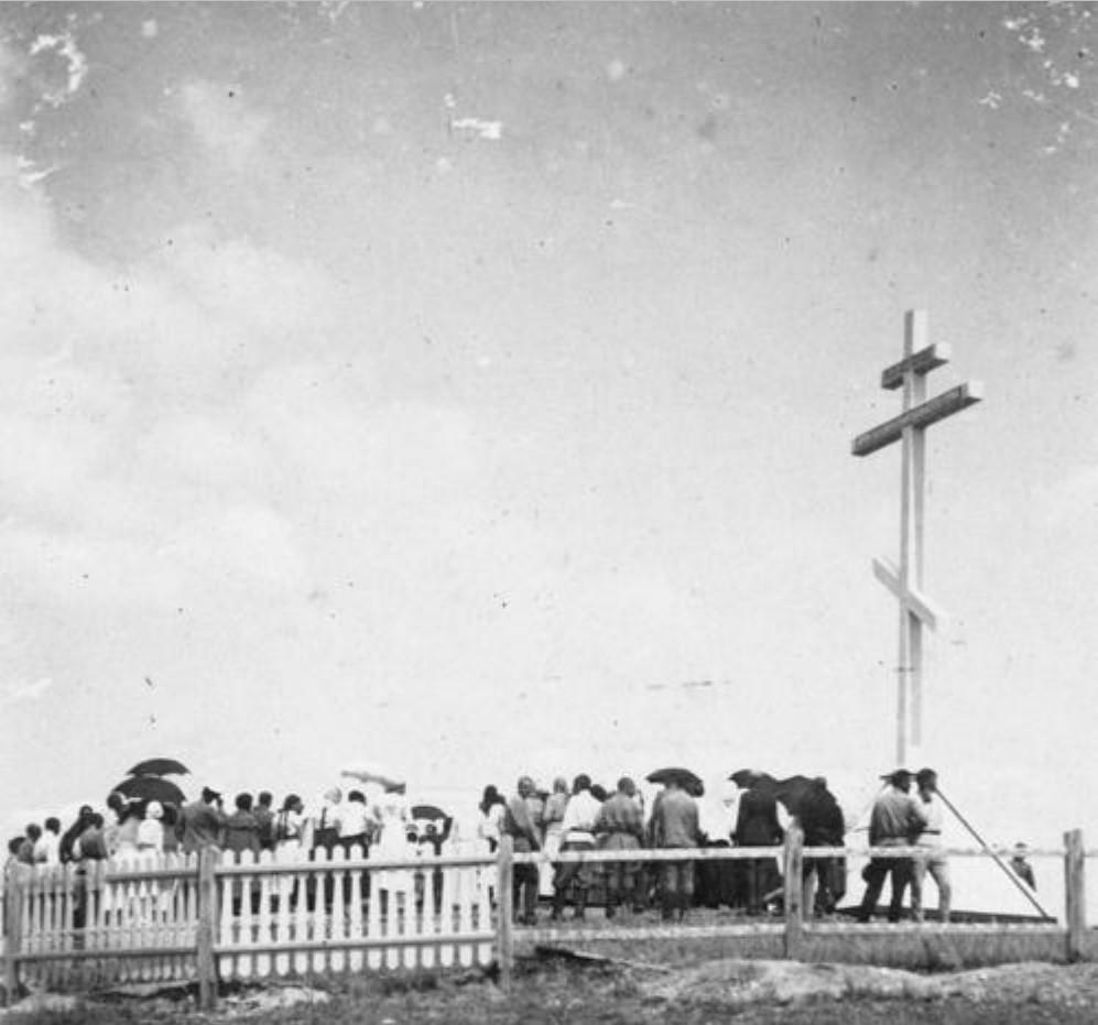 Поминальная служба у памятника жертвам большевистских зверств, лето 1919