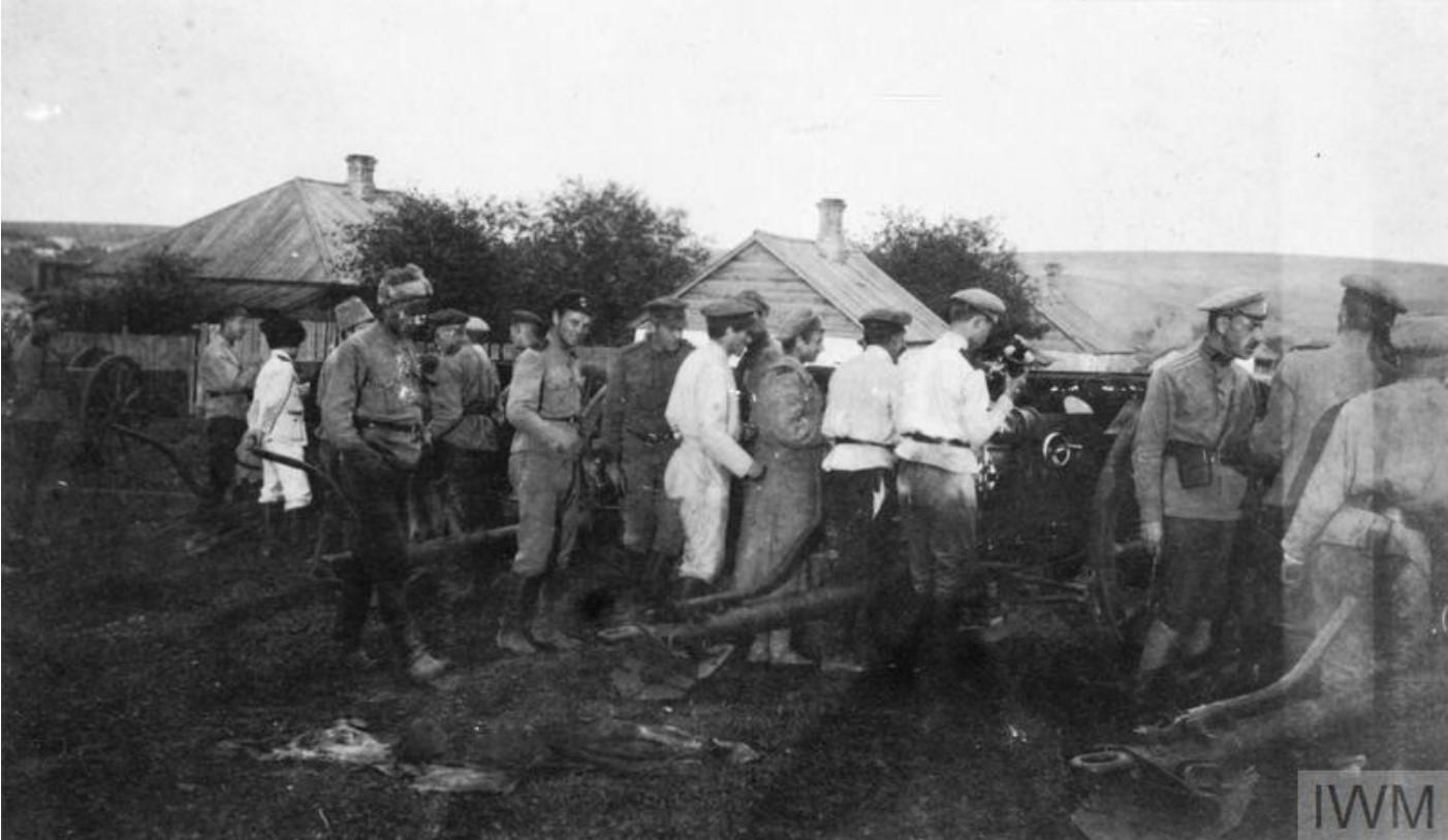 Русским артиллеристам переданы британские полевые пушки в Константиновке, сентябрь 1919