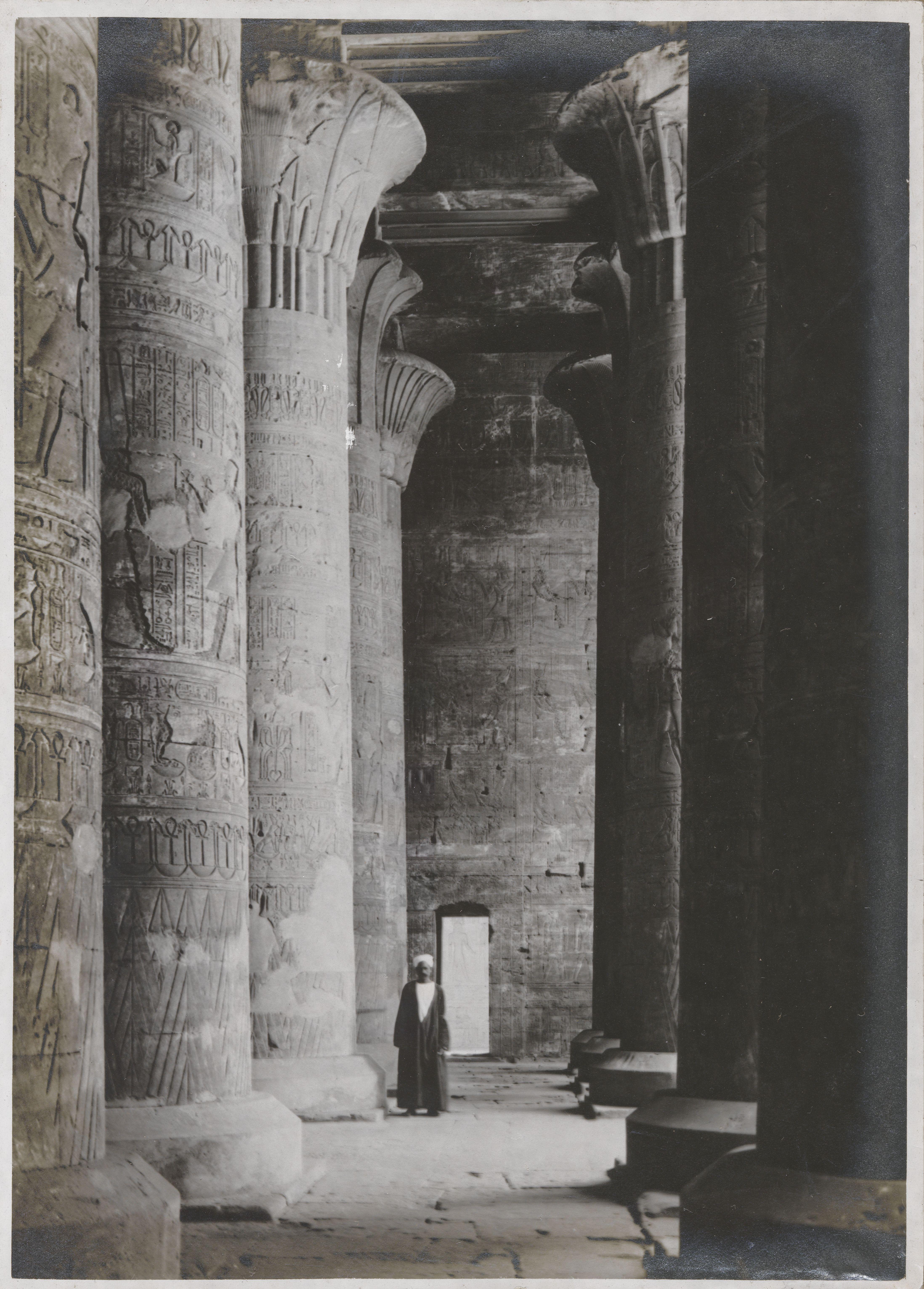 Эдфу. Храм Хора Бехдетского.  Интерьер зала