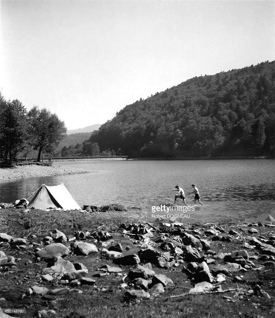 1960. Отдыхающие на озере Лак-де-ла-Лаух в Эльзасе