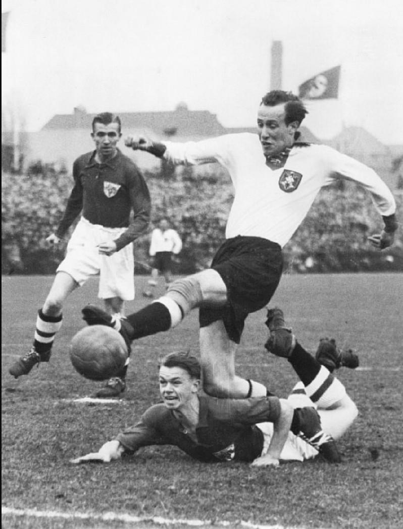 1940. Футбол. Дания - Германия. Германия выиграла со счетом 1- 0. Гамбург, ноябрь