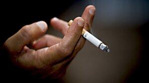 Курящие отцы способствуют развитию астмы у детей
